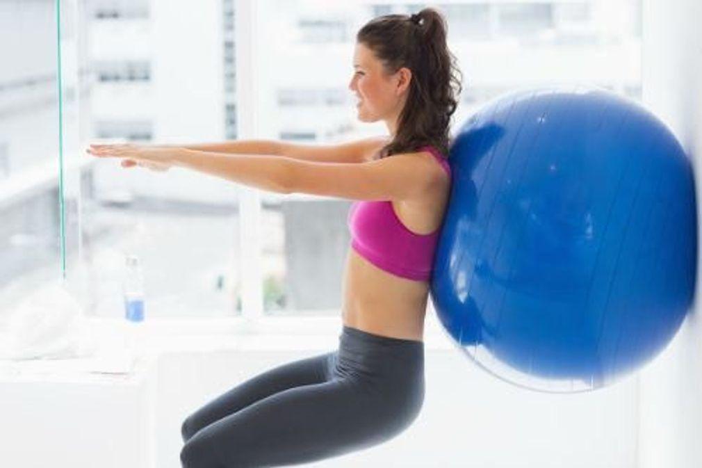10 exercices à faire avec une swiss ball