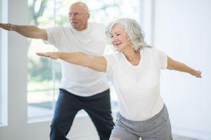 Les interactions sociales encouragent les seniors à maintenir une activité physique, y compris pendant le confinement