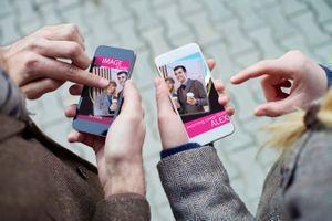 Les applications de rencontre déçoivent les Français, mais les rendent quand même accros