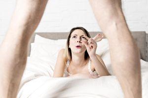 Des hommes s'injectent de l'huile de cuisson pour agrandir leur pénis