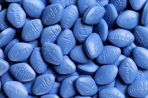 Le Viagra peut-il endommager les yeux ? Il voit rouge après une surdose de sildénafil