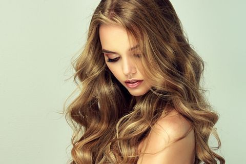 Cheveux ondulés 2020 : 150 coiffures qui ont du ressort