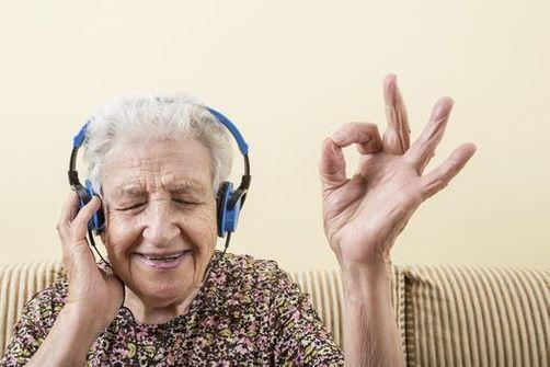 Ecouter de la musique et chanter pour lutter contre la démence