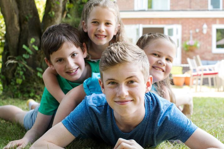 Être l'aîné(e) d'une fratrie : ce qu'implique ce rôle