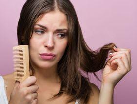 Cheveux déshydratés ou secs : les reconnaître
