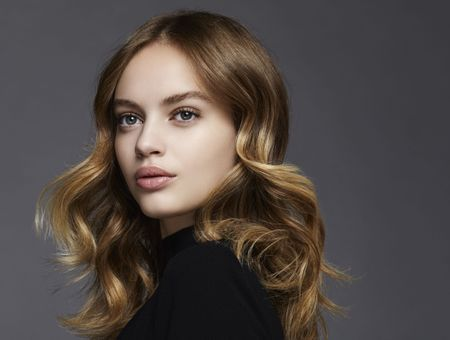 10 inspirations pour tenter le tie and dye blond