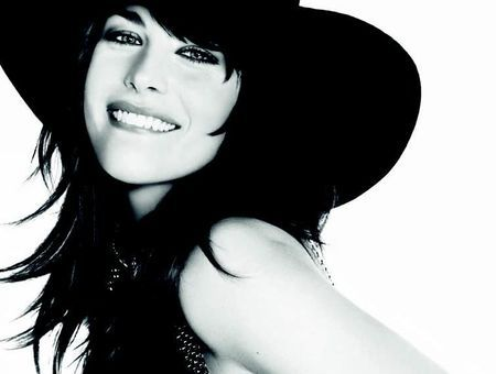 Liv Tyler, l'irrésistible atout de Givenchy