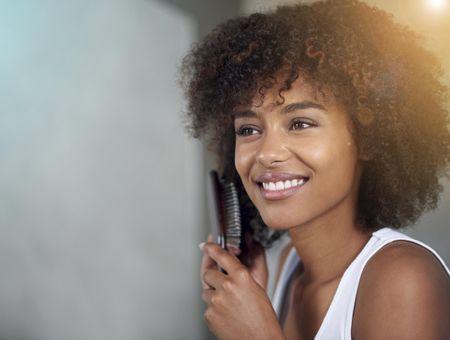 Comment lisser des cheveux crépus ou frisés ?