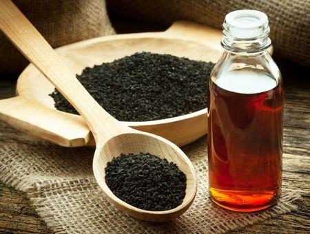 L'huile de nigelle, pour la peau et les cheveux