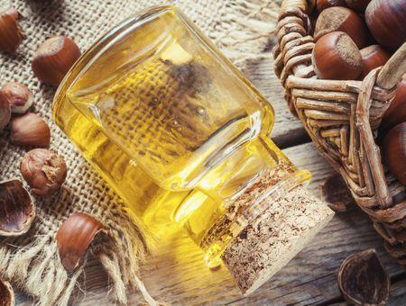 L'huile de noisette, pour la peau, le visage et les cheveux