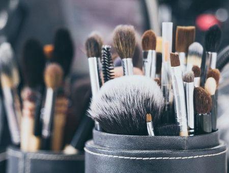 Pinceaux, rasoir, éponge… à quelle fréquence changer ou laver ses accessoires beauté ?