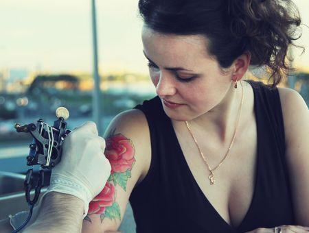 Précautions et risques liés au tatouage