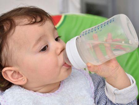 Faire boire Bébé, c'est important !