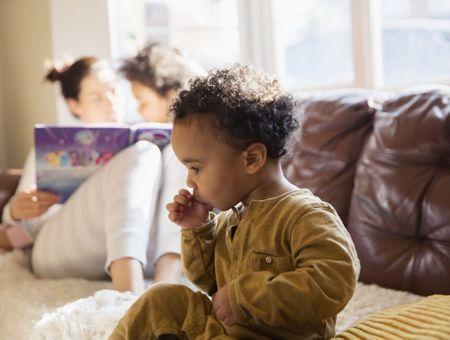 Mon enfant suce son pouce : comment l'aider à arrêter ?