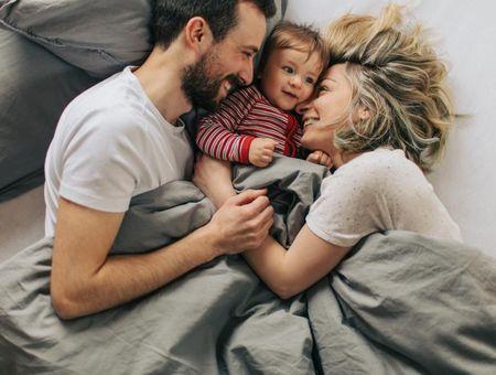 Dormir avec bébé : les avantages et risques du cododo (ou cosleeping)