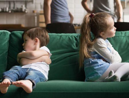 Jalousie entre frères et soeurs : que faire ?