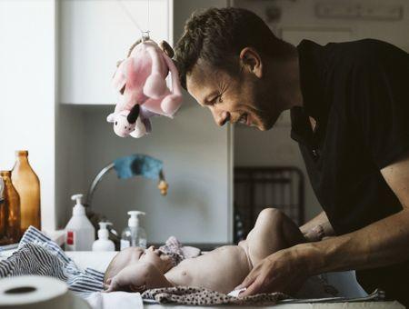 Allongement du congé paternité : une bonne nouvelle pour seulement 39% des hommes