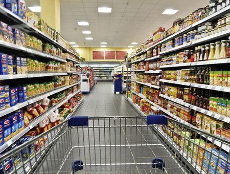 Grandes surfaces : le gouvernement complète la liste des produits autorisés à la vente