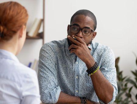 Susceptibilité au travail : comment accepter la critique ?