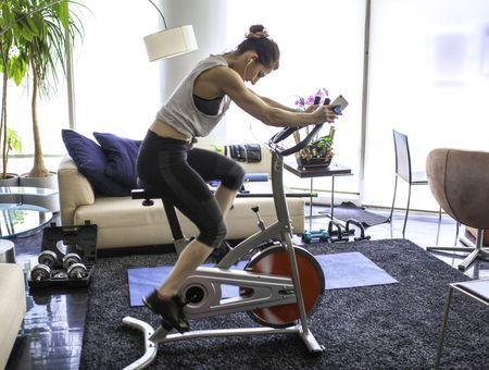 Vélo d'appartement : les exercices à faire pour se tonifier