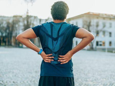 Mal de dos : 6 postures à réaliser dans la journée pour réduire les douleurs dorsales