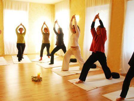 """Salles de yoga fermées: un """"nouveau confinement"""" pour le corps mais aussi """"l'esprit"""""""