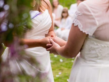 Nouvelles parentalités : meilleures amies, elles se marient pour une union platonique et adoptent un enfant