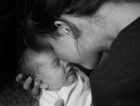 """Prévenir le suicide maternel : """"Nous manquons encore d'unités mères-enfants"""""""