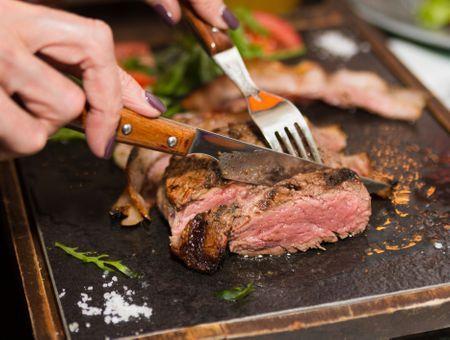Cancer : faut-il arrêter la viande ?