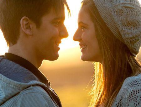 Comment notre premier amour affecte-t-il nos autres relations ?
