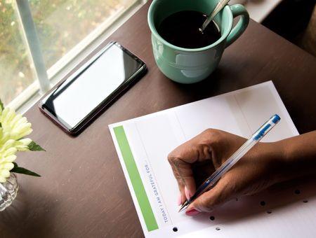 Fermez vos écrans : vous serez plus créatif si vous écrivez à la main !