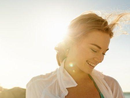 L'acné disparaît en s'exposant au soleil : Vrai ou faux ?