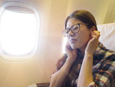 Pourquoi nos oreilles se bouchent-elles en avion ou en altitude ?