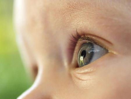 Comment protéger les yeux de bébé ?