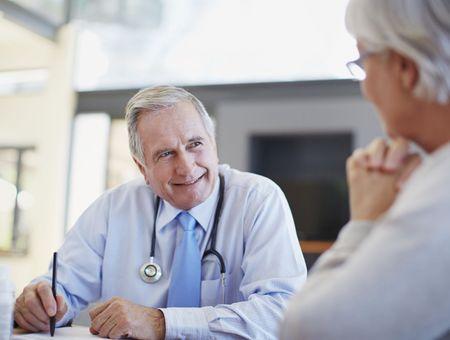 Cancer du sein : faut-il prolonger l'hormonothérapie pendant 10 ans ?