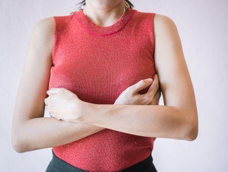 Écoulement du mamelon : définition, causes, symptômes, examens, traitements