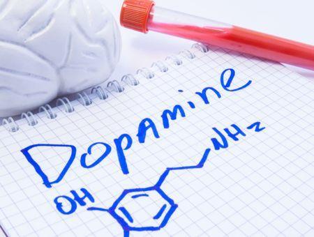 Manque de dopamine : reconnaître les risques, quels sont les signes et les traitements
