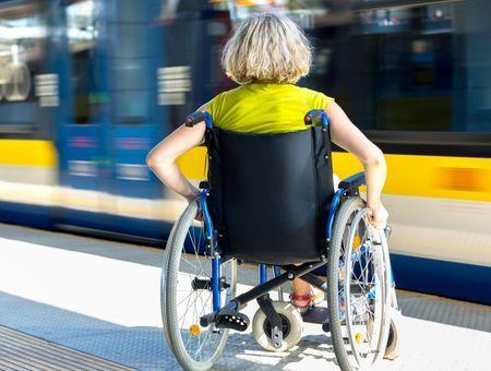 Handicap : les lieux publics sont-ils vraiment accessibles ?