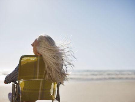 Ménopause : comment prendre soin de ses cheveux et éviter la chute ?