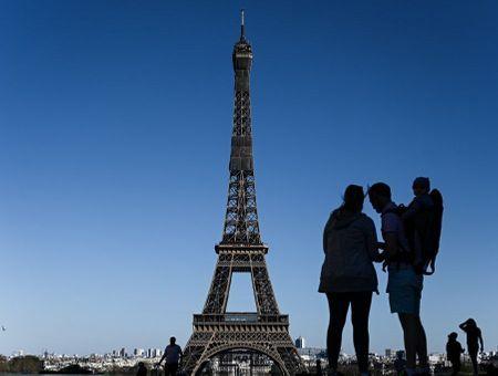 """""""Bronzer"""" un peu ? En France, le confinement à l'épreuve d'un dimanche printanier"""