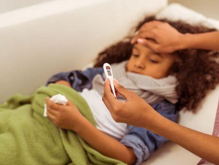"""Coronavirus: la France élargit ses critères pour repérer les """"cas possibles"""""""