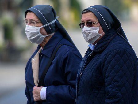 """Coronavirus : la pandémie """"s'accélère"""" mais sa trajectoire peut être modifiée (OMS)"""