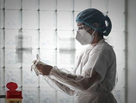 Coronavirus : le bilan s'alourdit en France, en attendant les effets du confinement