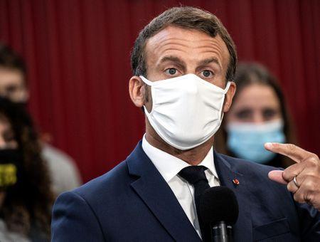 """Covid : Macron demande aux Français d'être """"plus vigilants"""" en privé"""