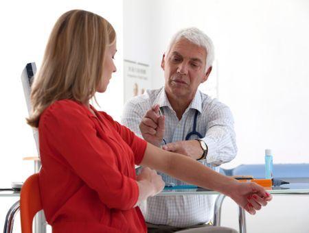 Implant contraceptif Nexplanon : mise en garde sur le risque de migration et de lésions neuro-vasculaires
