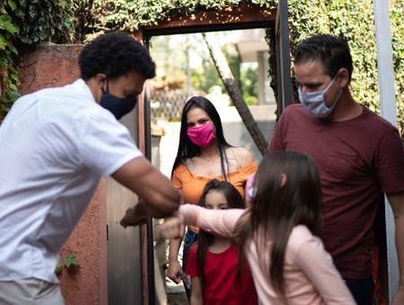 Le respect des restrictions sanitaires reposerait avant tout sur l'influence des proches