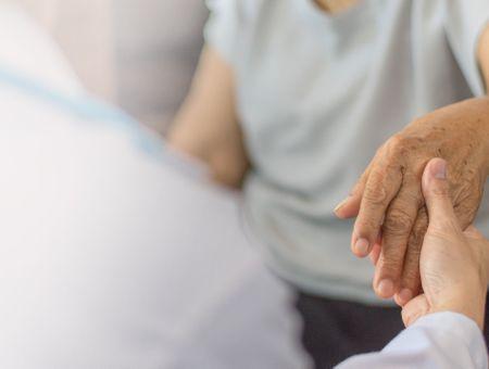 Symptômes de la maladie de Parkinson : quels sont les troubles moteurs associés ?