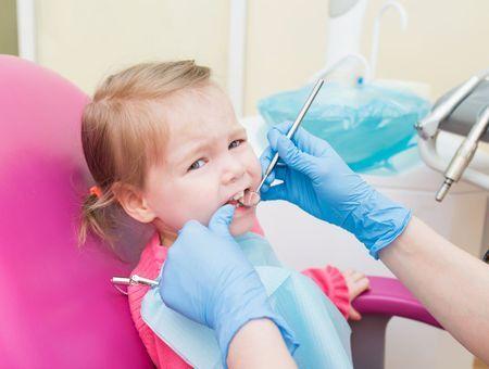Caries dentaires de l'enfant : les prévenir et les traiter
