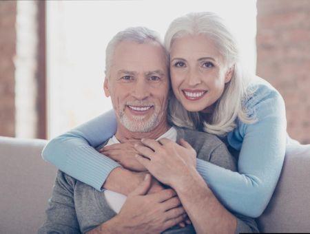 Senior : comment éviter la chute des dents ?