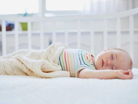 Faut-il réveiller bébé pour qu'il puisse manger ?